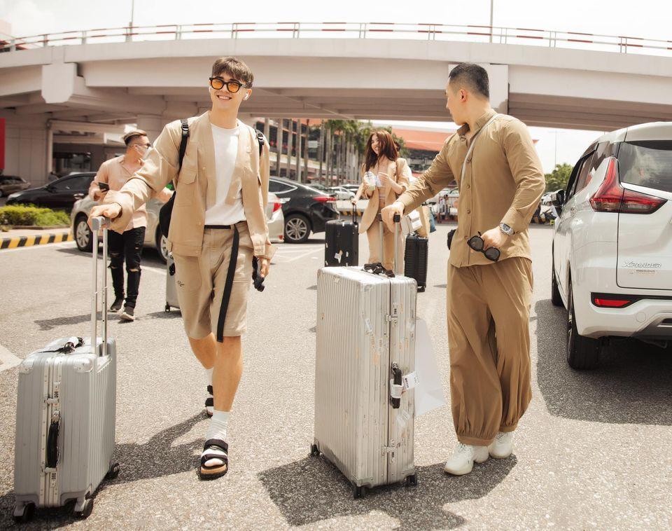 Vũ Khắc Tiệp - Ngọc Trinh bị chỉ trích không đeo khẩu trang ở sân bay-4