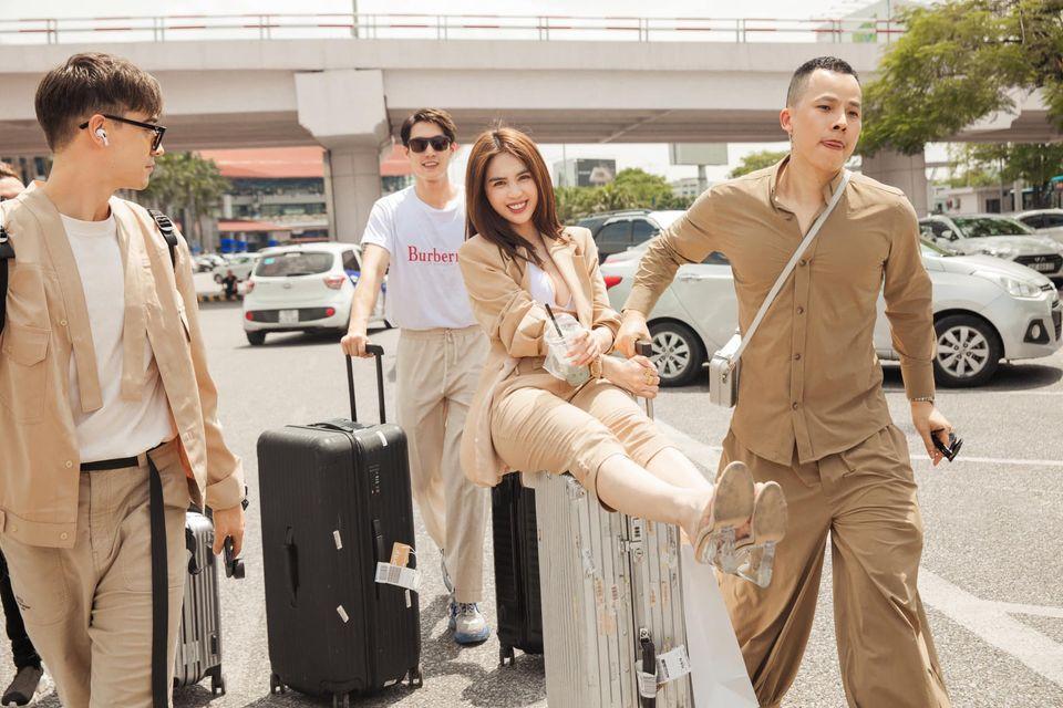 Vũ Khắc Tiệp - Ngọc Trinh bị chỉ trích không đeo khẩu trang ở sân bay-5