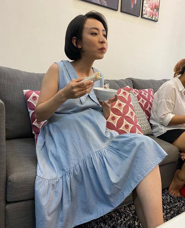 Diễn viên hài Thu Trang lộ vòng 2 lùm lùm như mang bầu lần hai-4