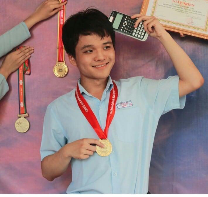 Đánh bật các thí sinh đợt 1, nam sinh Đà Nẵng trở thành thủ khoa duy nhất đạt 30 điểm-1