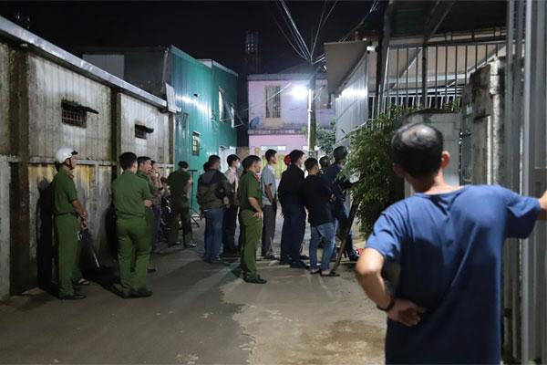 Nghẹt thở phá cửa bắt nghi phạm đâm chết em trai, cố thủ trong nhà ở Lâm Đồng-1