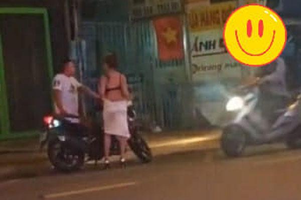 Cô gái lột váy giữa đường vì bị bạn trai chia tay đòi quà sau khi rủ vào nhà nghỉ bất thành-2