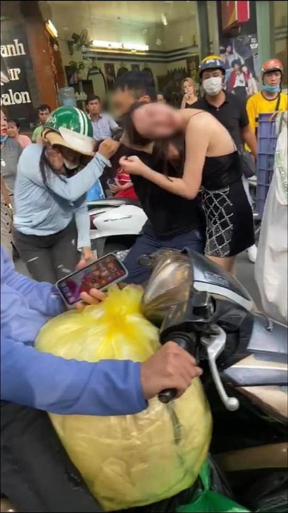 Huỳnh Lập giả gái cà khịa tiểu tam trong vụ đánh ghen trên phố Lý Nam Đế-2