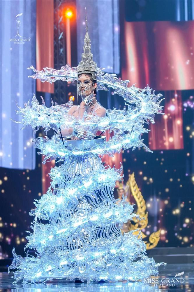 Ngả mũ loạt quốc phục Miss Grand Thailand, cách fan Việt đặt tên mới hại não-3