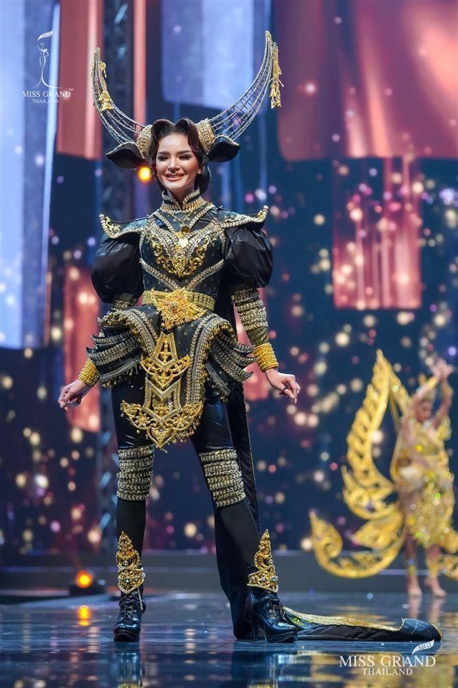 Ngả mũ loạt quốc phục Miss Grand Thailand, cách fan Việt đặt tên mới hại não-2