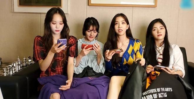 Nhóm nhạc nữ Hàn Quốc bị quấy rối trước ống kính-1