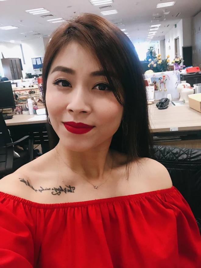 Khoe thêm hình xăm cực lớn, Hoàng Linh chính là nữ MC hổ báo nhất VTV-5