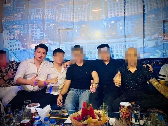 1 tháng sau ồn ào ngoại tình, Nguyễn Trọng Hưng lộ thân hình phát tướng qua ảnh được tag-4