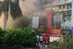 Cháy lớn tại quán karaoke trên đường Hoàng Quốc Việt, Hà Nội