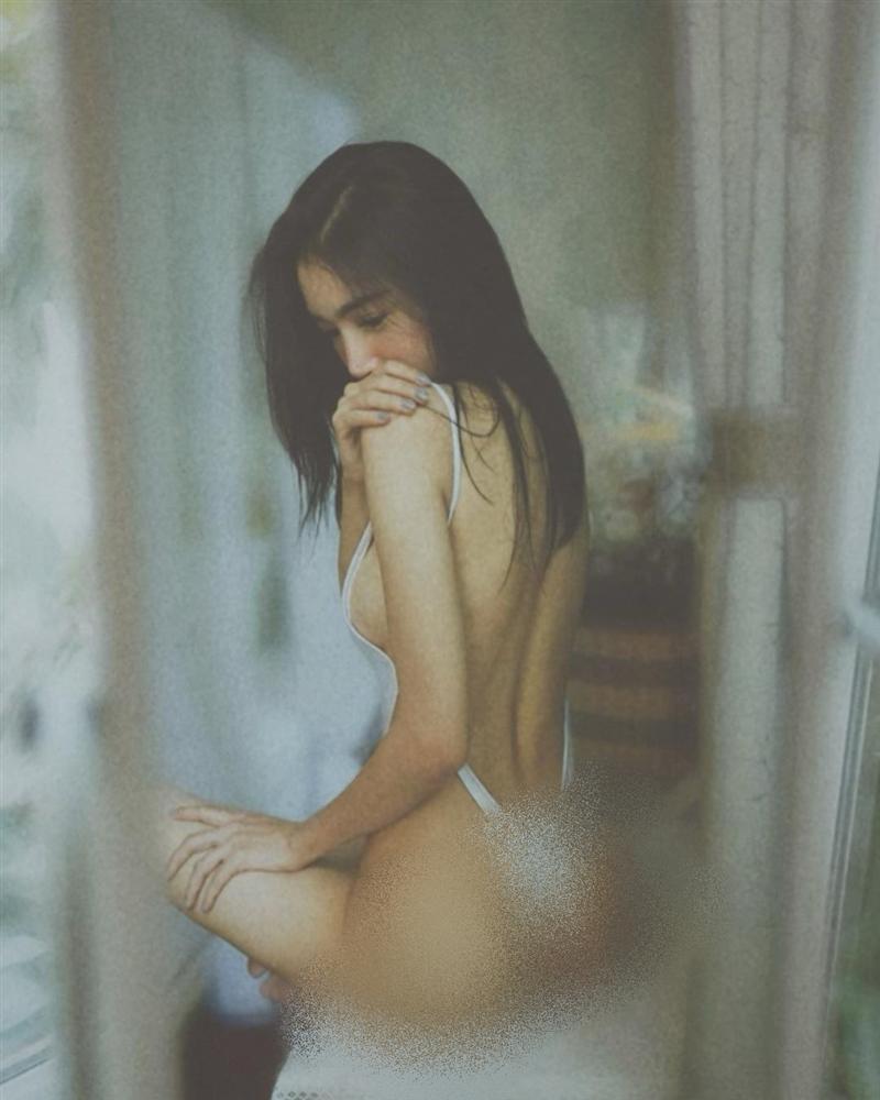 Bộ ba người đẹp Việt thường xuyên khủng bố mạng xã hội bằng ảnh khoe thân-12