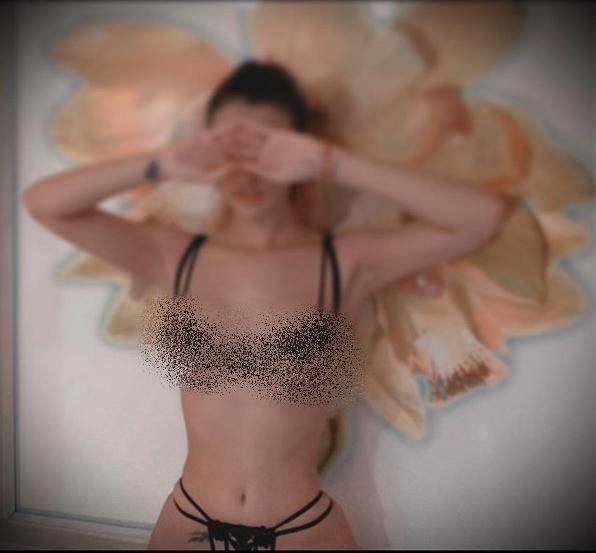 Bộ ba người đẹp Việt thường xuyên khủng bố mạng xã hội bằng ảnh khoe thân-9