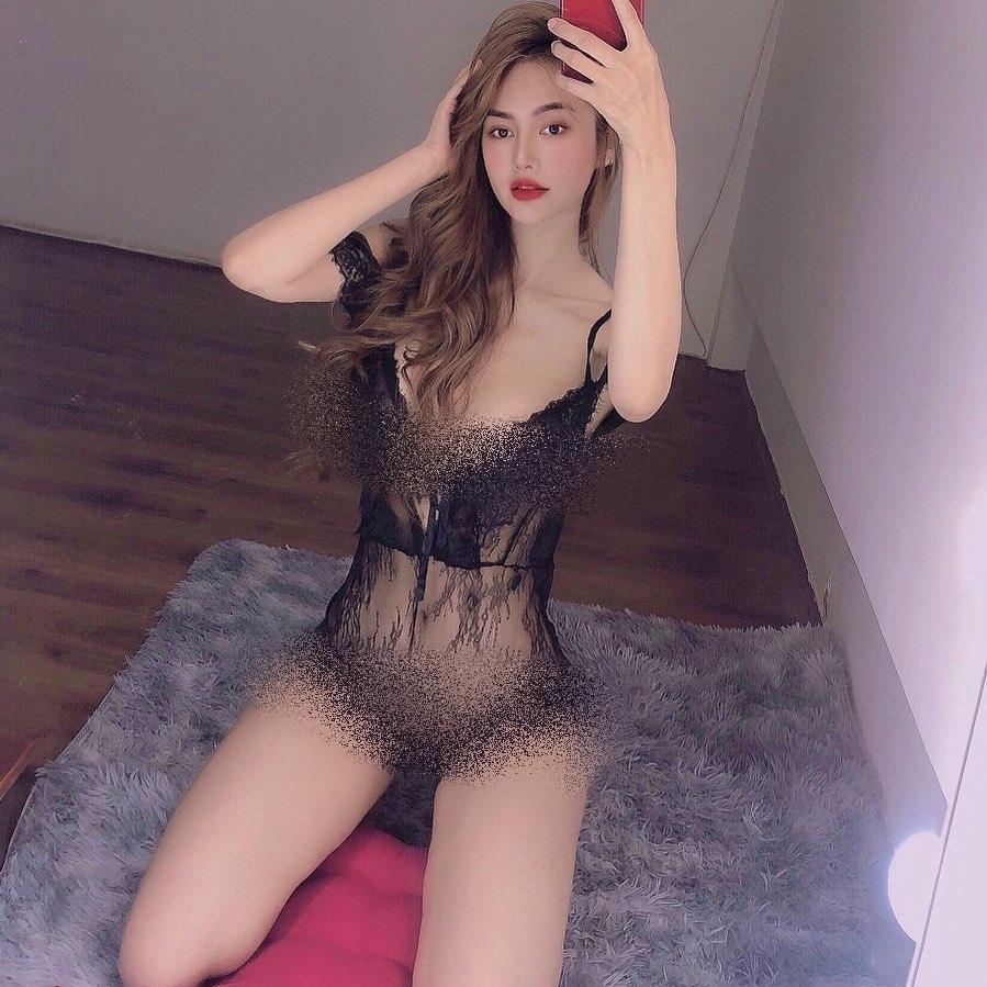 Bộ ba người đẹp Việt thường xuyên khủng bố mạng xã hội bằng ảnh khoe thân-1