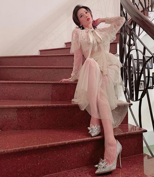 Lệ Quyên cưa sừng với đầm công chúa - Minh Triệu bất ngờ ngọt ngào với set đồ hồng-4