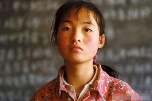 Cô bé chăn lợn được Trương Nghệ Mưu giúp nổi tiếng chỉ qua một đêm hiện sống thế nào?-1