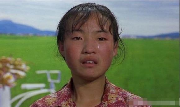 Cô bé chăn lợn được Trương Nghệ Mưu giúp nổi tiếng chỉ qua một đêm hiện sống thế nào?-6