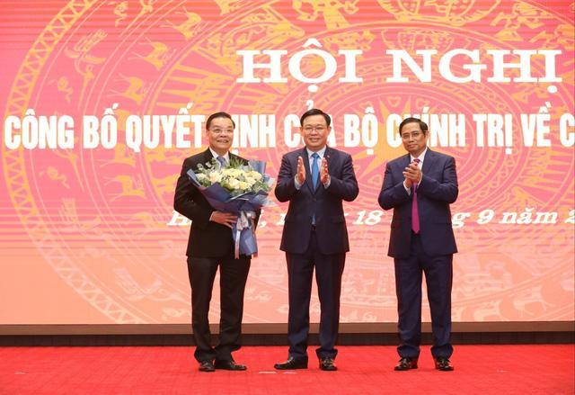 Ông Chu Ngọc Anh nhận quyết định giữ chức Phó Bí thư Thành ủy Hà Nội-2
