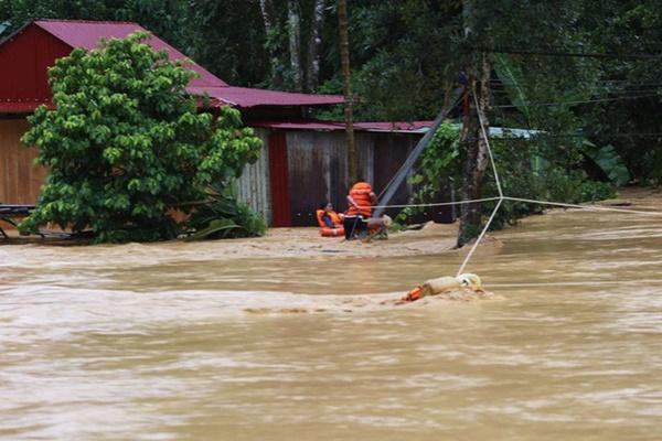 Hơn 30 người thương vong do bão số 5-2