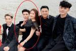 Bạn trai phản ứng bất ngờ khi Hòa Minzy ngồi vào lòng Erik thay vì mình