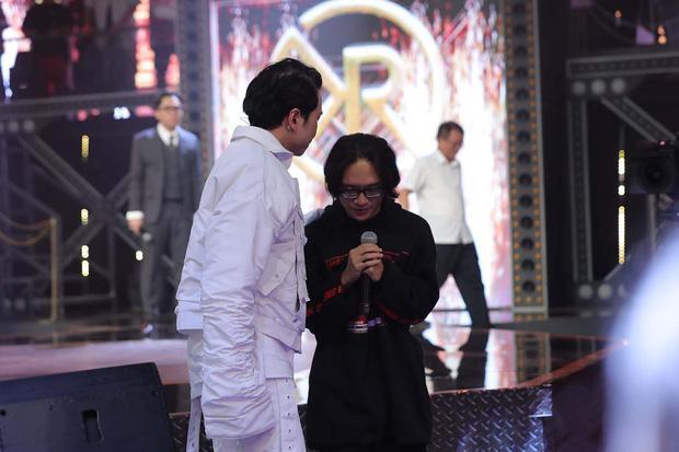 Một thí sinh của team Karik phải chặt tay sau tập 8 Rap Việt?-1