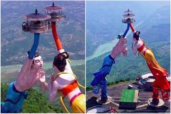 Cặp tượng tình nhân khổng lồ ở Trung Quốc