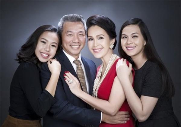 Những mỹ nhân Việt nức tiếng một thời giờ ở cơ ngơi khủng, mẹ chồng Hà Tăng cũng góp mặt-1