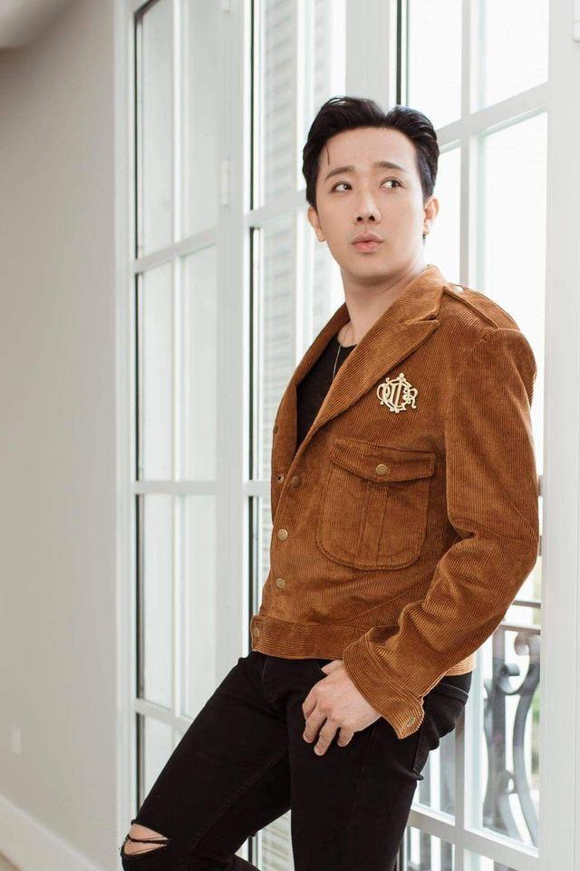 Không phải mượn áo vợ, Trấn Thành hóa ra mặc áo đôi điệu đà với Quang Trung-2