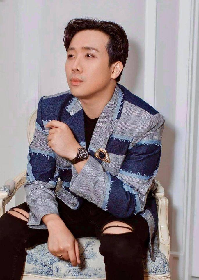 Không phải mượn áo vợ, Trấn Thành hóa ra mặc áo đôi điệu đà với Quang Trung-3