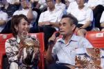 Khán giả tặng vòng nguyệt quế vàng 9999 nguyên chất cho Quán quân Olympia