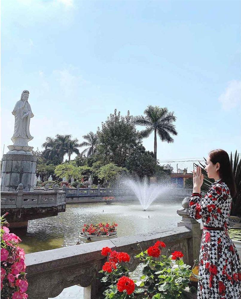 BTV Mai Ngọc xứng danh hoa khôi nhà Đài với khoảnh khắc tiên tử đánh dấu cột mốc tuổi 30-9