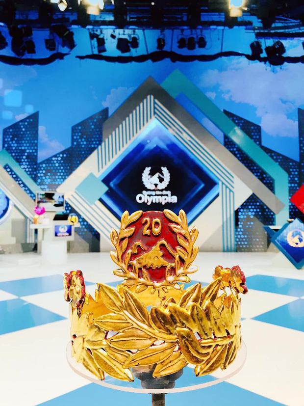 Cận cảnh vòng nguyệt quế bằng vàng thật của tân Quán quân Olympia 2020-3