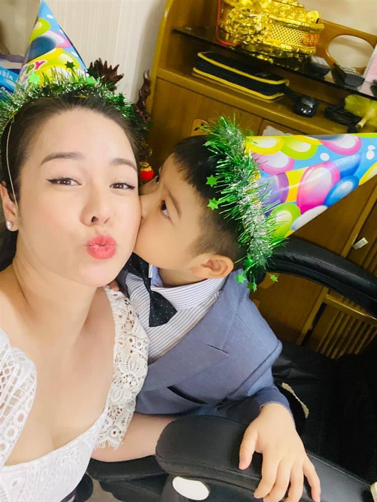 Nhật Kim Anh mừng sinh nhật con nhưng không quên đá đểu chồng cũ-3