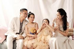 Con gái Lưu Hương Giang hồn nhiên khoe: 'Trên mặt mẹ có mồm giả và mũi giả'