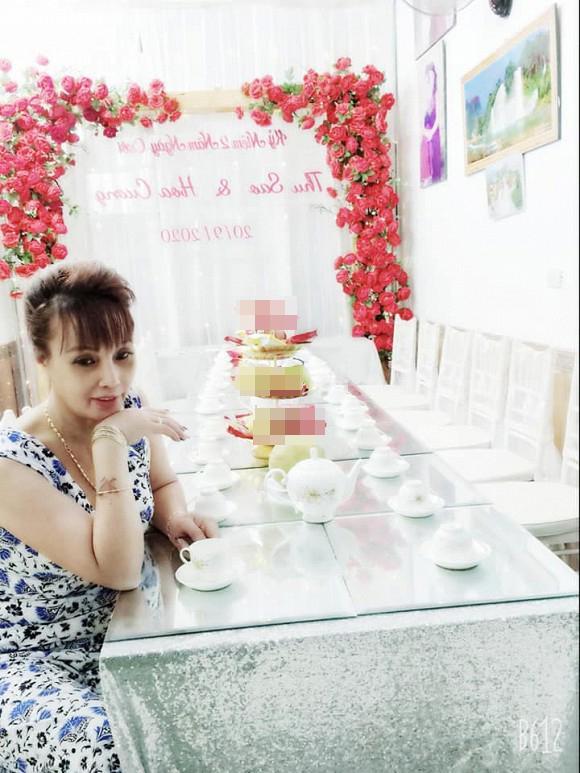 Chị Thu Sao tổ chức tiệc kỷ niệm 2 năm ngày cưới, diện váy cô dâu đứng tiếp khách-3