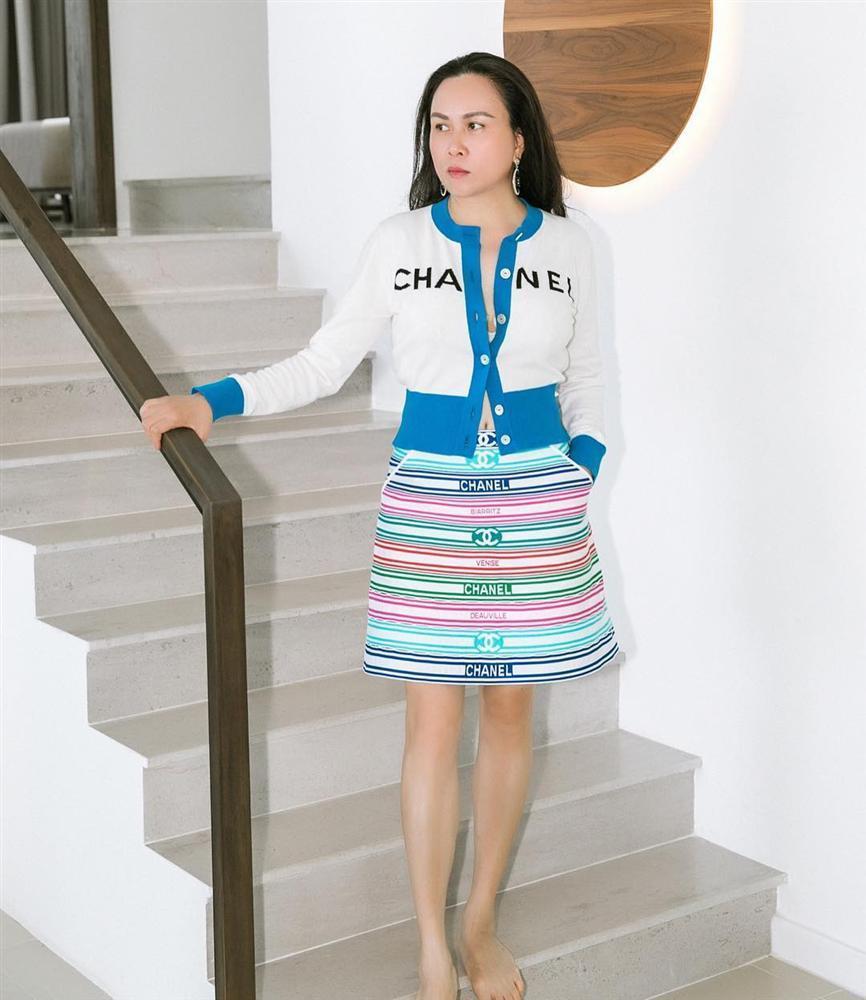 Hương Giang vượt mặt Phượng Chanel, thậm chí là cả Jennie Black Pink khi đụng hàng-3