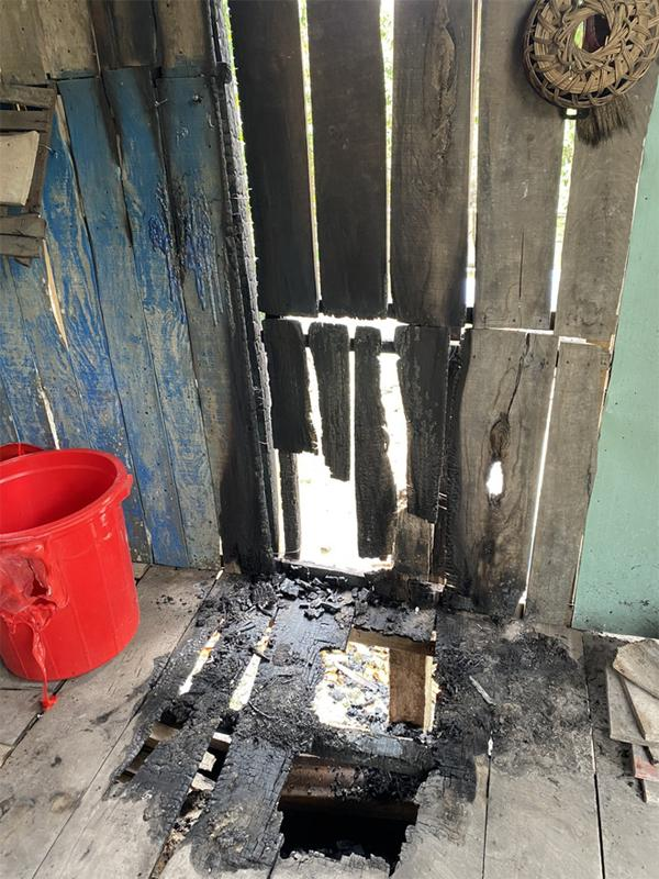Sốc: Nghi vấn phóng hỏa đốt nhà, bỏ thuốc sâu vào lu nước của người dân-1