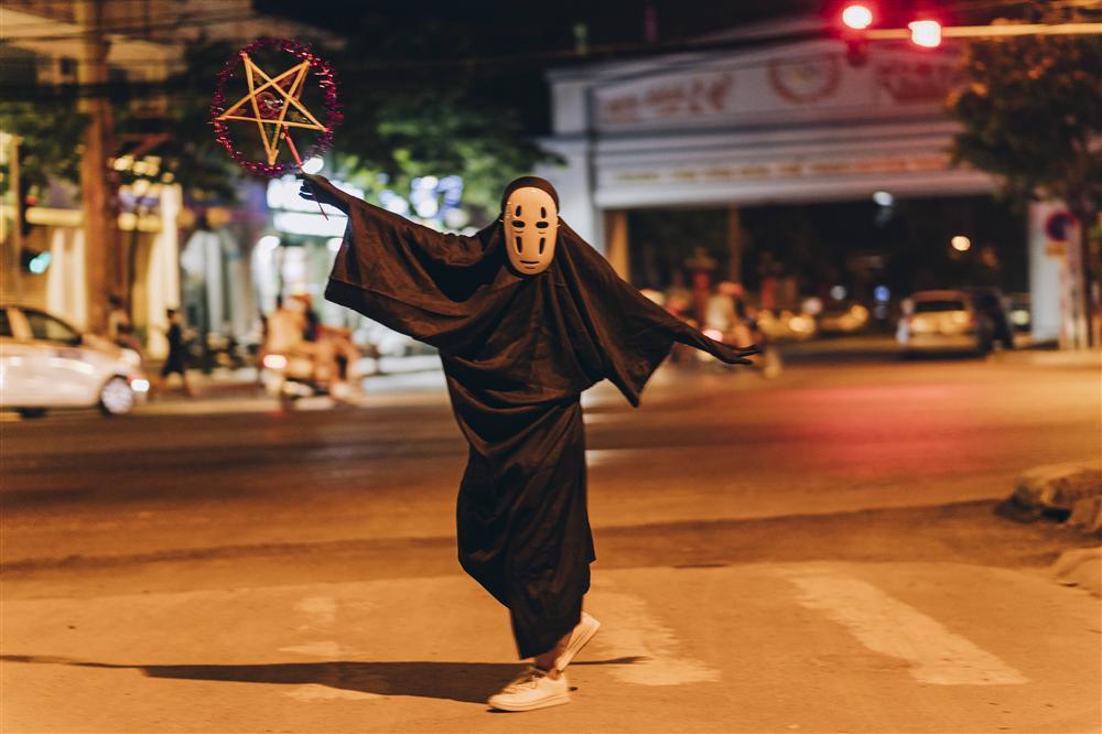Vô Diện xuất hiện trên phố Hà Nội dịp Trung Thu-6