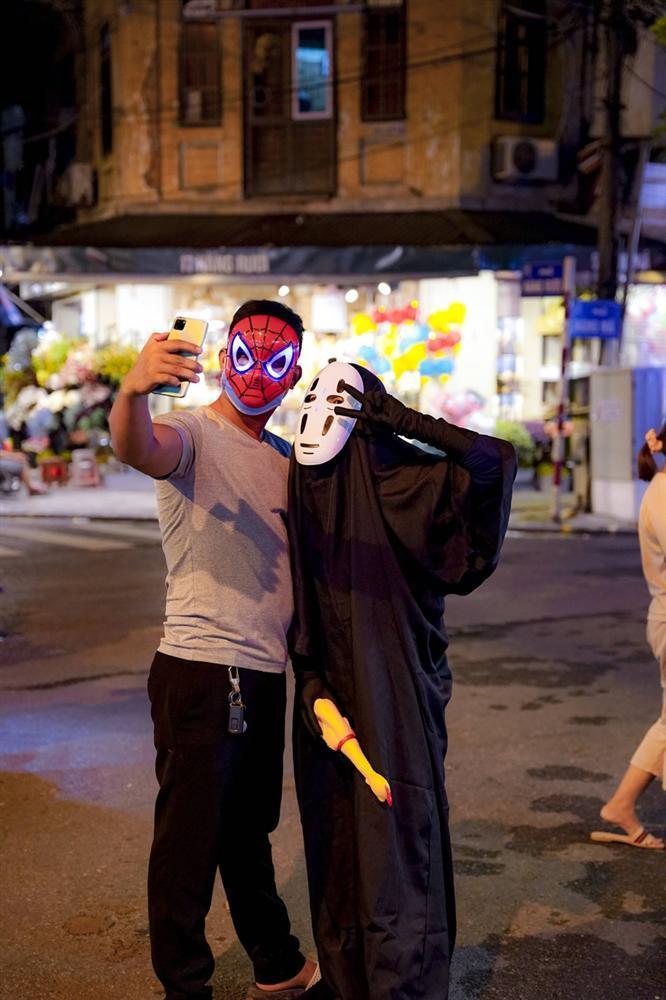 Vô Diện xuất hiện trên phố Hà Nội dịp Trung Thu-7