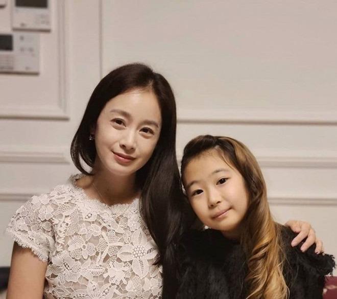 Ngã ngửa dung nhan thật của Bi Rain - Kim Tae Hee trong tiệc thôi nôi con thứ 2-1