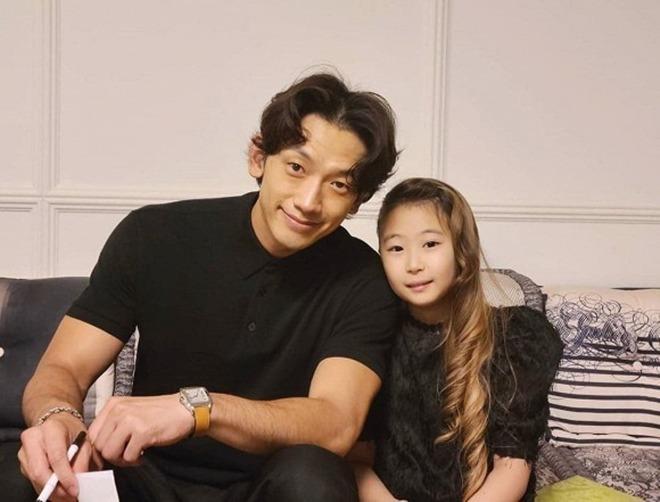 Ngã ngửa dung nhan thật của Bi Rain - Kim Tae Hee trong tiệc thôi nôi con thứ 2-2