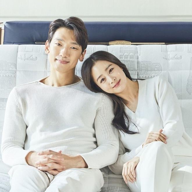 Ngã ngửa dung nhan thật của Bi Rain - Kim Tae Hee trong tiệc thôi nôi con thứ 2-3