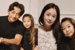 Ngã ngửa dung nhan thật của Bi Rain - Kim Tae Hee trong tiệc thôi nôi con thứ 2