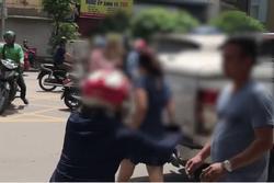 Clip: Bị vợ chặn xe đánh ghen, chồng lao xuống 'mở đường' cho bồ nhí xách guốc chạy