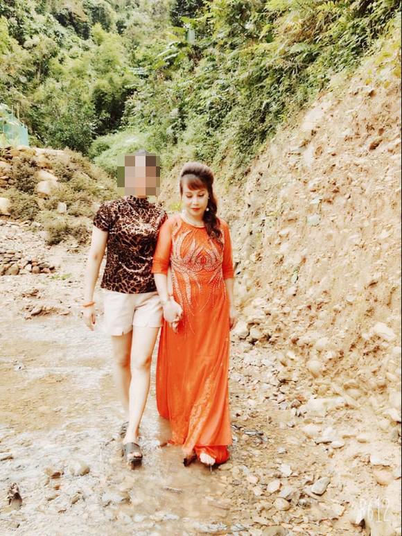 Tổ chức tiệc kỉ niệm ngày cưới hoành tráng, chị Thu Sao bị mỉa mai nhan sắc méo mó-3