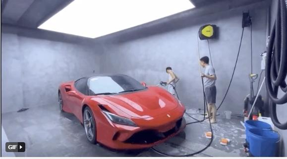 Con trai Cường Đô La tự tay rửa siêu xe cho bố-5