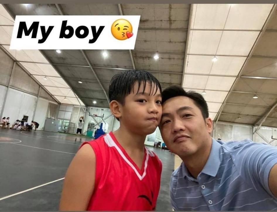 Con trai Cường Đô La tự tay rửa siêu xe cho bố-7