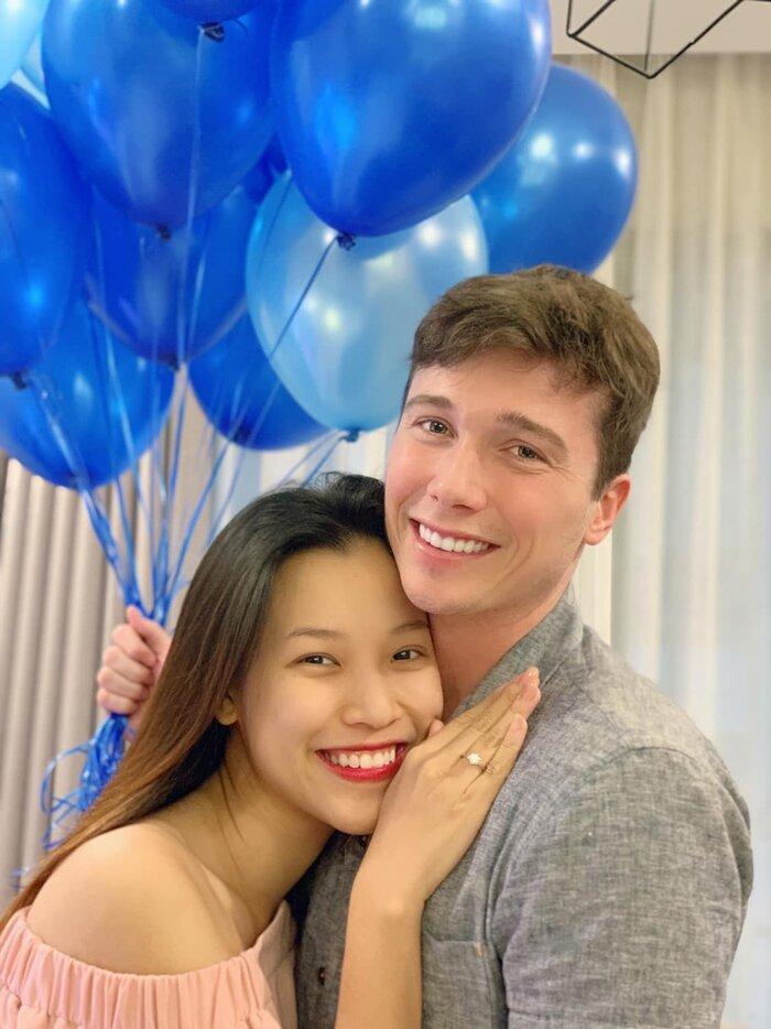 MC Hoàng Oanh đưa con trai mới sinh sang Singapore đoàn tụ ông xã-3