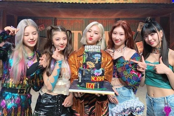 Những tiêu chuẩn kép đáng sợ hơn chất độc đối với idols nữ trong làng K-Pop-8