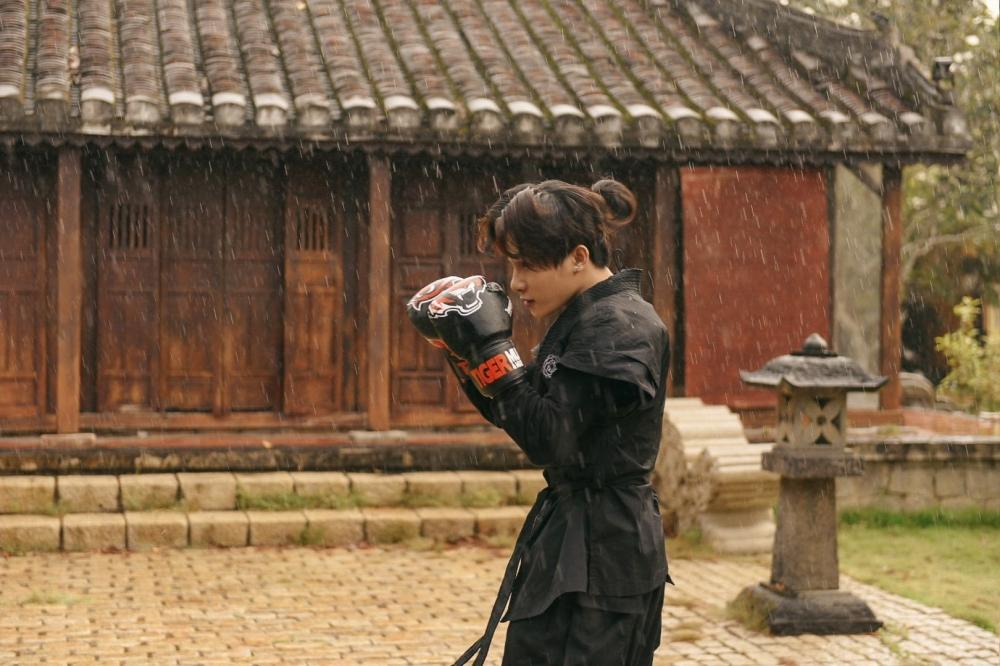 Hot: Jack tung MV Hoa Hải Đường đưa fan lạc vào thế giới siêu thực-2