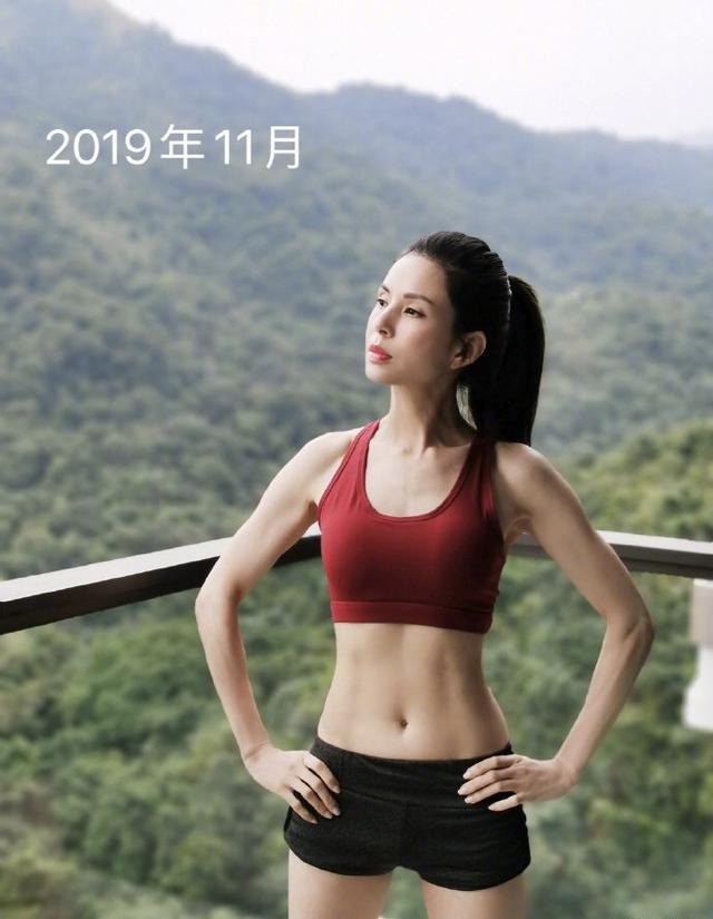 Tiểu Long Nữ Lý Nhược Đồng khoe dáng đẹp xuất sắc ở tuổi 54-4