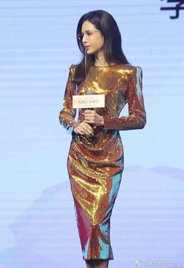 Tiểu Long Nữ Lý Nhược Đồng khoe dáng đẹp xuất sắc ở tuổi 54-2